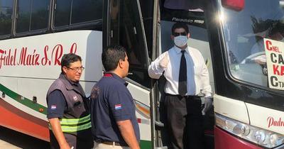 Dinatran multa a 12 empresas que llevaban pasajeros parados