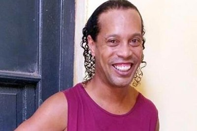 """Ronaldinho está mejor de ánimo y ya jugó un """"partidí"""", dice el jefe de la Agrupación Especializada"""