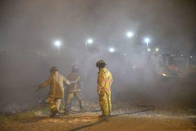Logran sofocar incendio presuntamente provocado por vecinos del barrio Santa María