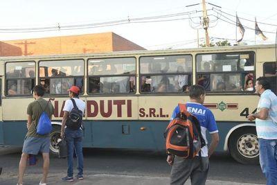 Buses militares van a ayudar al transporte de ciudadanos