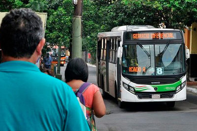Desde el lunes habilitarán 35 vehículos de las Fuerzas Armadas para transporte público