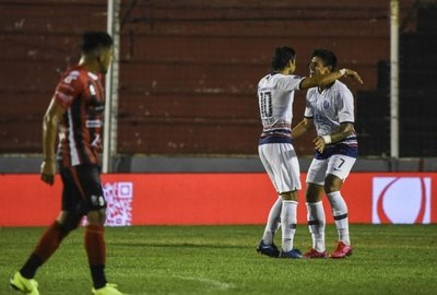 San Lorenzo gana con un golazo desde media cancha de Óscar Romero
