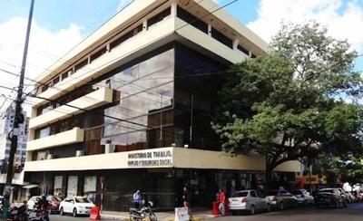 HOY / Ministerio multará a patrones  que no paguen sueldo por 15 días de cuarentena