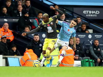 Ante la falta de fútbol, Southampton y Manchester City juegan tatetí