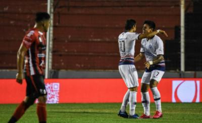 HOY / Cuervos meten un tercer triunfo y lo hacen con los paraguayos