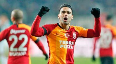 Trabzonspor, Basaksehir y Galatasaray prolongan la puja