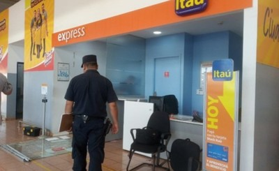 Cuatro hombres armados asaltan local de Itaú en Ciudad Nueva
