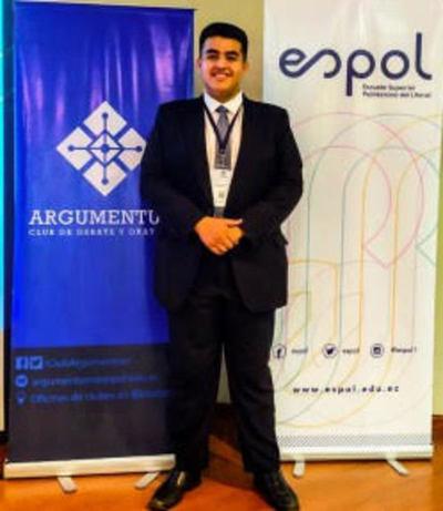 Estudiante de Derecho de la UNE participó en campeonato internacional de debate en Ecuador