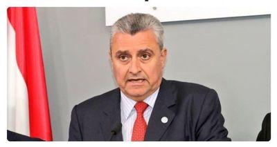 Un ministro irresponsable: volvió de Argentina y fue al Palacio de López