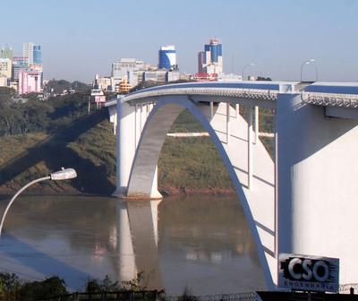 Paraguay cierra el Puente de la Amistad
