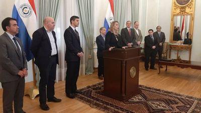 Presidente se reunió con el equipo Económico y exministros de Hacienda