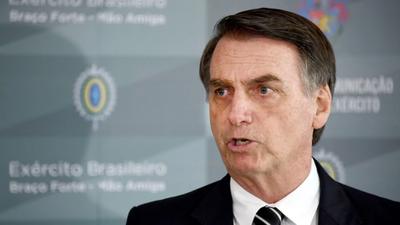 En medio de cacerolazos en varias ciudades, Bolsonaro anuncia que dio negativo para coronavirus