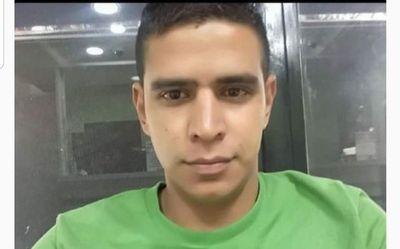 Policía violó cuarentena: farreó con amigos, fue a motel, cayó de escalera y murió