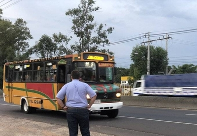 HOY / DINATRAN no permite pasajeros parados en minibuses