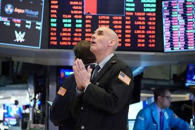 Las bolsas siguen cayendo en Asia y Europa, Wall Street vuelve al abismo