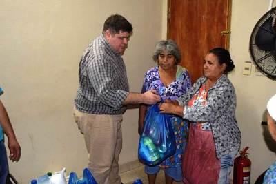 Covid-19: Entregan víveres a trabajadores del Mercado de Luque •