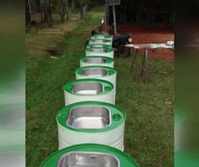 Instalan lavatorios hechos con tambores reciclados en Villarrica