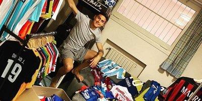 Paulo Dybala y su colección de camisetas