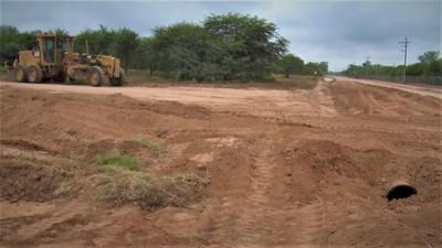 Municipalidad coloca tubos para alcantarillas en calles de Neuland, Villa Choferes y Pirizal