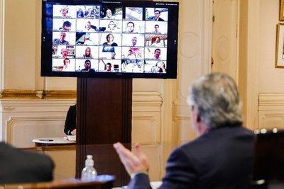 La deuda argentina se hunde en la incertidumbre en medio del pánico global