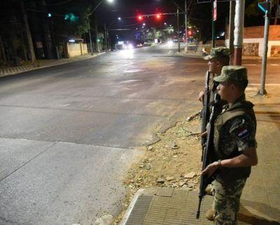Ministro de Defensa defiende la tarea de militares en calles