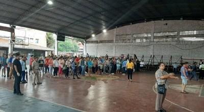 Criminal aglomeración de gente en el tinglado municipal de San Lorenzo