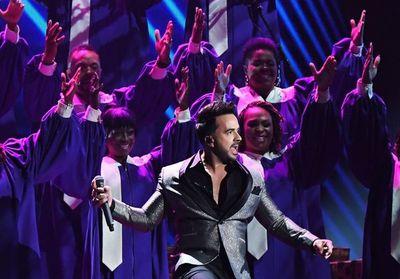 J Balvin, Fonsi y otros artistas se unen en concierto desde casa de Telemundo