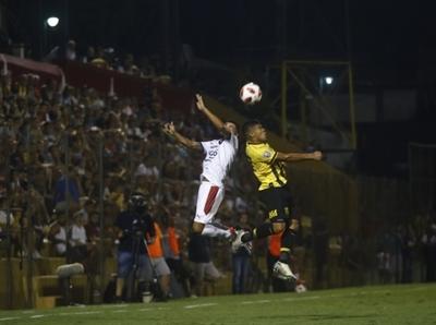 Se prolonga el paro en el fútbol nacional
