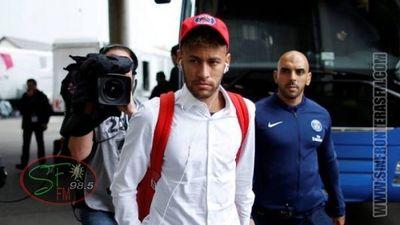 Neymar volvió a Brasil y no podrá regresar a Francia