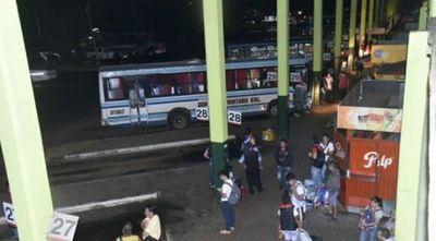 Cierran la Terminal de Ómnibus de Asunción para evitar éxodo masivo al interior