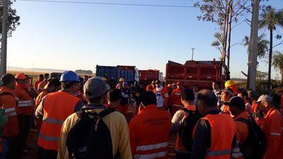 Pese a amenazas de despidos, obreros deciden ir a paro para acoplarse a cuarentena