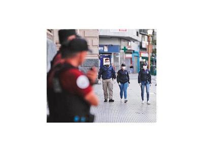 Argentina reporta cuarta muerte y pide cumplir con aislamiento