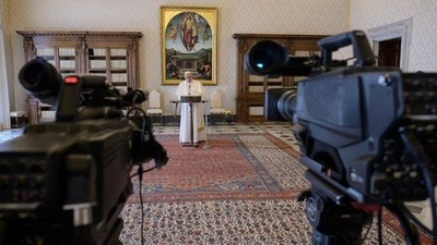 """HOY / El Papa pide unir voces y convoca a fieles del mundo a rezar un """"Padre Nuestro"""""""