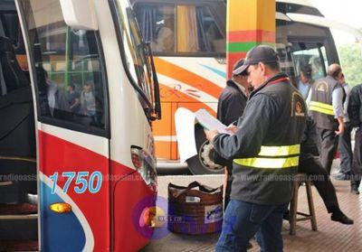 Buses de larga distancia siguen operando pese a cierre de terminales