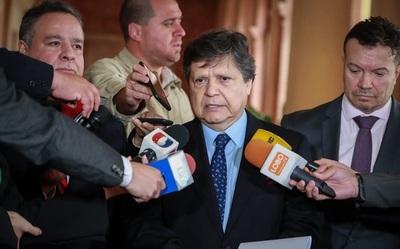 Ministro pide acatar la cuarentena para evitar sanciones