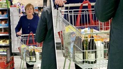 La canciller alemana captada de compras en el supermercado
