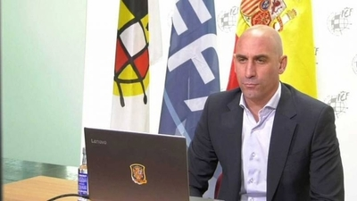 HOY / El fútbol español acuerda la suspensión indefinida