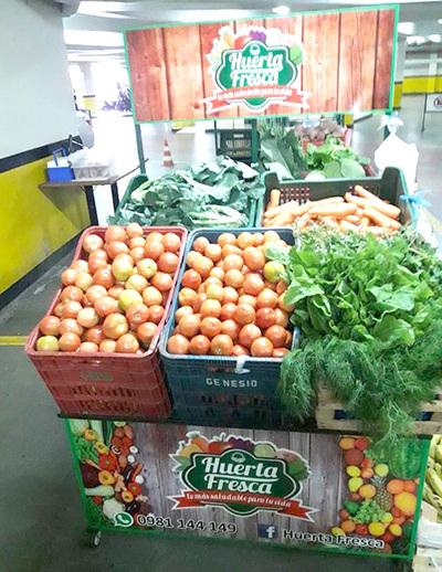 Feria de productos hortícolas en el shopping Zuni