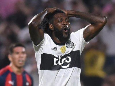 Adebayor no pudo llegar a Togo y hará cuarentena en Benín