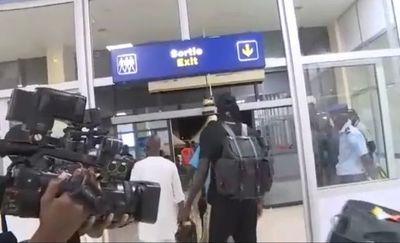 Emmanuel Adebayor viajó a Benín