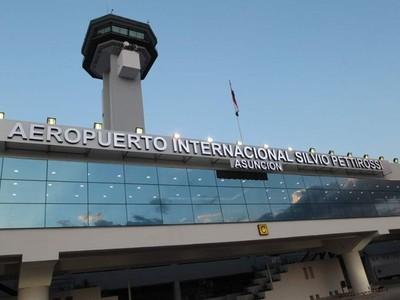 Dinac cancela en un 100% los vuelos comerciales