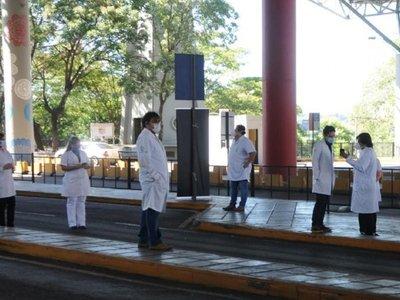 Médicos esteños exigen aislación para compatriotas llegados de Brasil