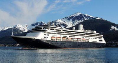 Crucero con enfermos mendiga puerto en Sudamérica