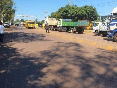 Covid-19: Desinfectan vehículos que ingresan a Villarrica