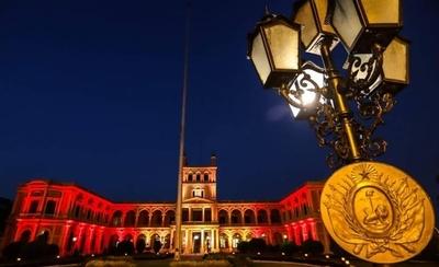HOY / El Palacio de López se ilumina con los colores de España en homenaje a fallecidos por el Covid-19