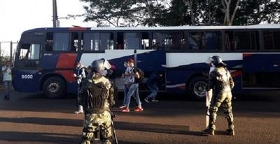 Paraguayos varados en el puente de la Amistad cumplirán cuarentena en Foz de Yguasu
