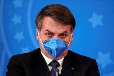 """Bolsonaro dice que """"no sentiría nada"""" si se infecta con Covid-19 y ataca los bloqueos estatales"""