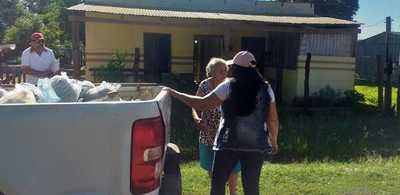 En Puentesiño, las autoridades locales distribuyen víveres