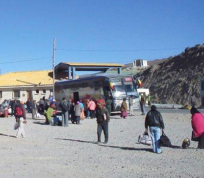 Bolivia cierra las fronteras a nacionales y prohíbe salir a la calle