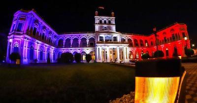 El Palacio de López, con los colores de Francia